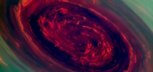 Primer plano del huracán en el polo norte de Saturno